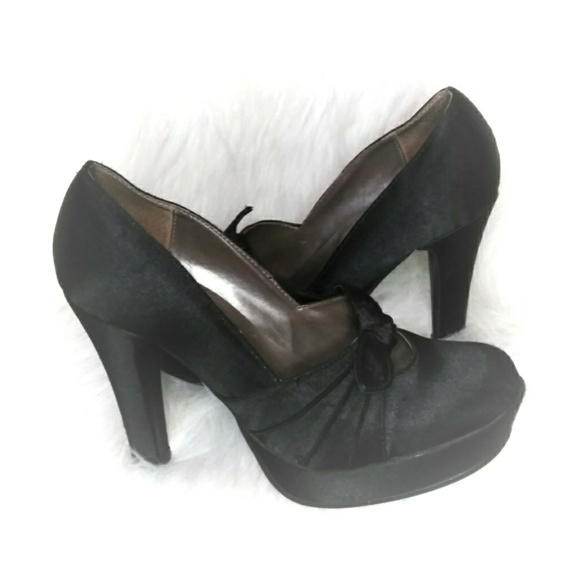 Steve Madden Shoes - Steve Madden black  pin up heels with bow
